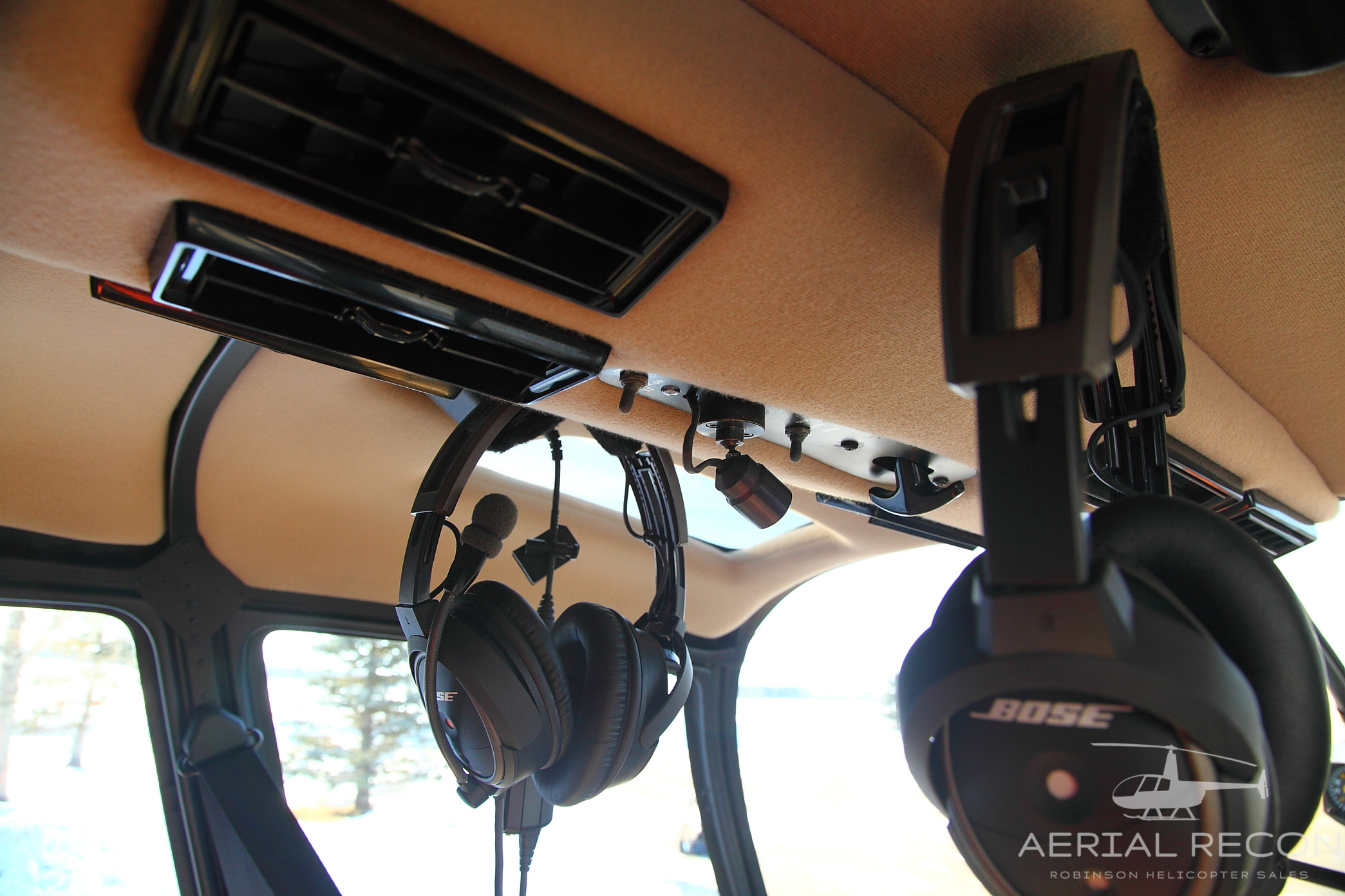 Circuitbreakerpaneljpg R66 C Gwpv Aerial Recon Ltd Robinson Helicopter Dealer Overview